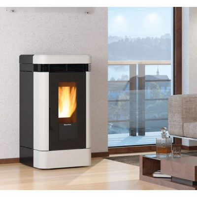 Ventilated pellet stove with majolica covering Nordica Lucia